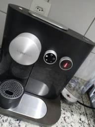 Cafeteira Nespresso Expert 220V com NF