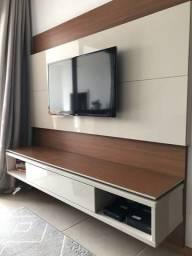 Painel e Rack flutuante laqueado com suporte para TV