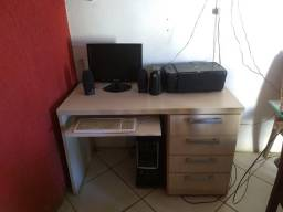 Computador, impressora e Balcão .