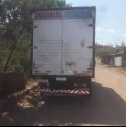Caminhão subindo vazio