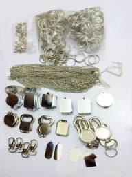 Plaquetas, corrente e argolas para resinados