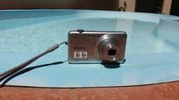 Camera sony  cyber shot , otima para viagens, acompanha carregador,