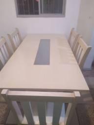 Mesa em MDF com tampa de vidro no meio