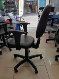 Título do anúncio: Cadeira de Escritório preta com ajustes de lombar e altura