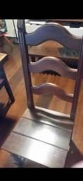 06 Cadeiras de madeira de lei cada uma R$350.00