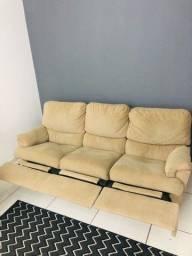 Sofá confortável e conservado