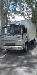 Caminhão 3/4 cargo 815