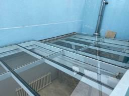 Manutenção em cobertura de vidro