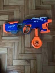 Título do anúncio: Nerf Elite funciona do Pilhas usada em excelente estado
