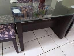Mesa com tampo de vidro grande,ótima oportunidade de adquirir uma mesa bonita!