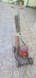Cortador de grama antigo