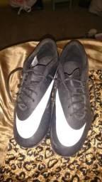 Chuteira Nike Bravata
