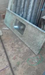 Vitrox .veneziana e pia de granito