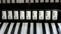 Troco acordeon por piano elétrico do meu interesse