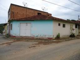 Casa no Centro de Onça de Pitangui/MG, 2 quartos com Cômodo de Comércio