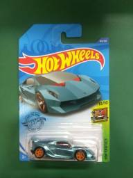 Hotwheels com pneus emborrachado, raro!