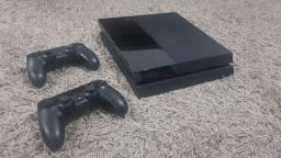 Vendo PS4 fat + 2 controles + 5 jogos
