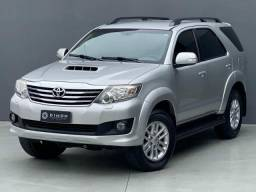 Toyota Hilux SW4 SRV 4X4 - 5 LUGARES