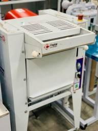 Modeladora de pães 1/4CV 110 ou 220 (Alef)