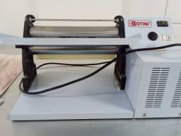 Máquina de fazer pastel e massas