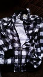 Casaco maaculino de marca famosa tamnho L em poliester