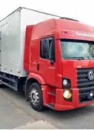 Caminhão baú Volkswagen