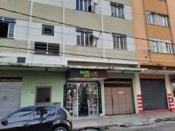 Título do anúncio: Alugo apartamento 2 quartos com garagem no Bandeirantes.