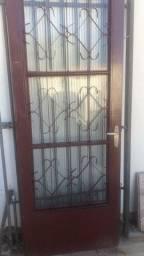 Porta de ferro com vidro janelas tudo 350 reais