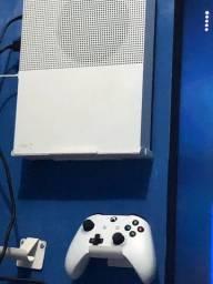 Xbox one s All digital(1 ano e 2 meses de uso)2 controles + suporte e jogos inclusos