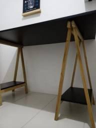 Mesa de Escritório com Cavaletes