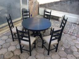 Mesa redonda elástica antiga com seis cadeiras