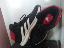 Título do anúncio: Tênis de basquete adidas barato - 43