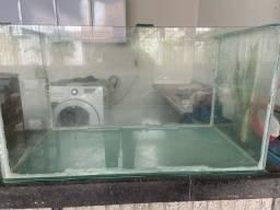 Vendo dois aquários para peixes. Medições no papel