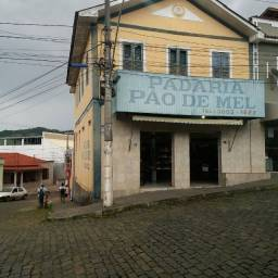 Aluga-se casa mobiliada de 3 qtos em Guaçui-ES