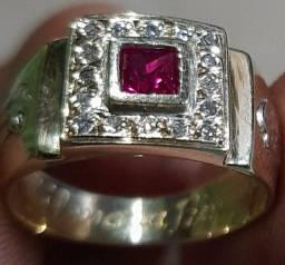 Vendo um anel formatura 3.500