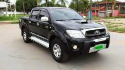 Toyota Hilux SR 4X4 manual. - 2011