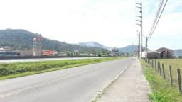 Terreno com 3.276,90 m² com frente para BR 101 em Tubarão