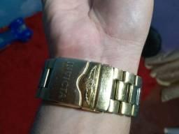 Vendo relógio invicta não está funcionando pra vende logo 180.00