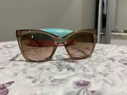 Óculos de sol marca Atitude