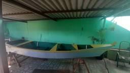 Barco canoa de madeira