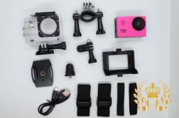 Máquina fotográfica com acessórios e a prova dágua