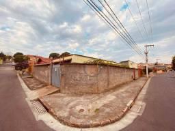 Título do anúncio: Casa com 4 quartos 218m² à venda bairro Alípio de Melo - Belo Horizonte/MG