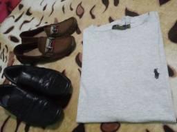 Camiseta masculina tamanho M da marca ralph lauren e dois sapatos sociais
