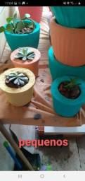 vasos de cimento com plantas .. e vasos
