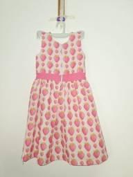 Vestido infantil rosa com morangos