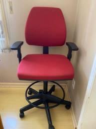 Vendo cadeira alta de rodinhas