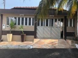 Vendo casa em condomínio fechado no cond. Vila Verde