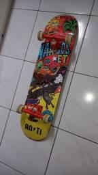 Skate completo novo, 1 mês de uso.