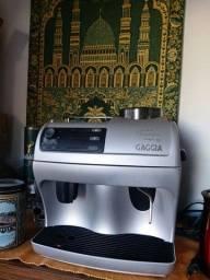 MÁQUINA AUTOMÁTICA DE PREPARO DE CAFÉ