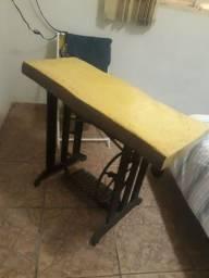 Título do anúncio: Mesa  de maquina antiga com tampao